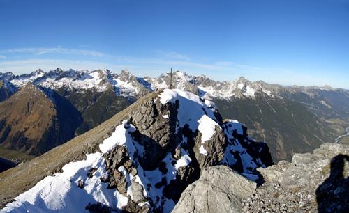 Foto: vince 51 / Wander Tour / Von Häselgehr auf die Lichtspitze / Lichtspitzgipfel, im Hintergrund die Hornbachkette der Allgäuer Alpen. / 04.01.2007 21:53:06
