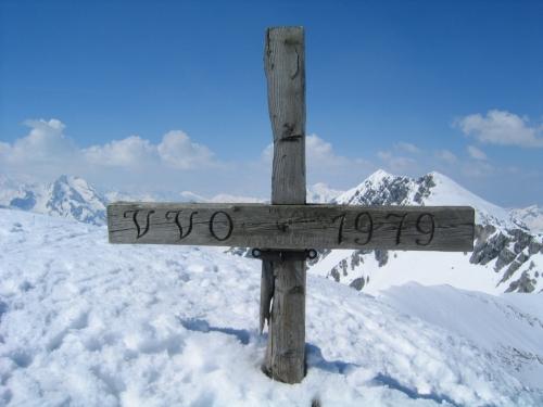Foto: Christian Suschegg / Skitour / Von der Felseralm auf die Glöcknerin (2433m) / Das tief eingeschneite Gipfelkreuz auf der Glöcknerin / 05.01.2007 08:56:28