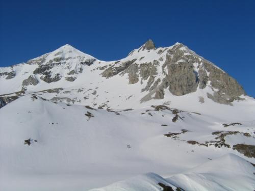 Foto: Christian Suschegg / Skitour / Von der Felseralm auf die Glöcknerin (2433m) / Durch unschwierige Mulden steuert man die Osthänge von Hinterer (links) und Vorderer (rechts) Großwandspitze an. / 05.01.2007 08:54:39