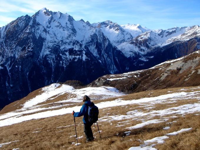 Foto: Manfred Karl / Wandertour / Bretterwandspitze / Wunderschön ist der Abstieg über den langgezogenen Wiesenrücken vom Bunzkögele, ganz besonders im Spätherbst, oft aber auch in schneearmen Wintern wie hier am 31.12.2006. / 21.01.2007 06:26:58