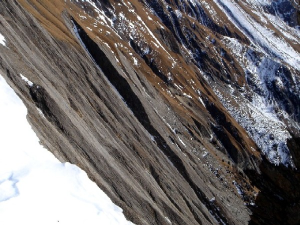 Foto: Manfred Karl / Wandertour / Bretterwandspitze / Wenn man sich beim Aufstieg zur Bretterwand nahe genug am Grat hält, bieten sich interessante Einblicke in die sogenannten