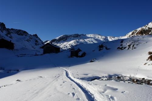 Foto: Christian Suschegg / Ski Tour / Über den Giglachsee auf Sauberg und Vetternspitzen (2524m) / Die Giglachalm ist bald erreicht. / 05.01.2007 13:55:17