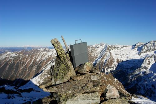 Foto: Christian Suschegg / Skitour / Über den Giglachsee auf Sauberg und Vetternspitzen (2524m) / Das Gipfelbuch auf der östlichen Vetternspitze  / 05.01.2007 13:46:46
