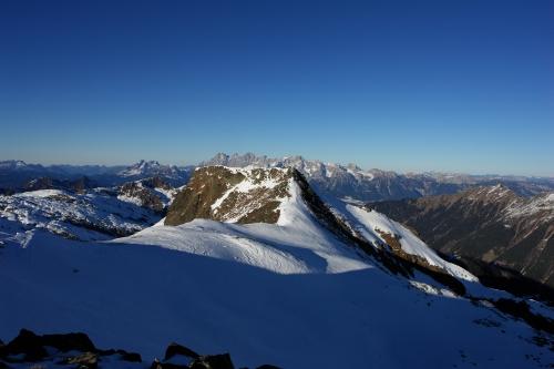 Foto: Christian Suschegg / Ski Tour / Über den Giglachsee auf Sauberg und Vetternspitzen (2524m) / Blick von den Vetternspitzen zum nahen Sauberg - im Hintergrund der Dachstein  / 05.01.2007 13:47:19