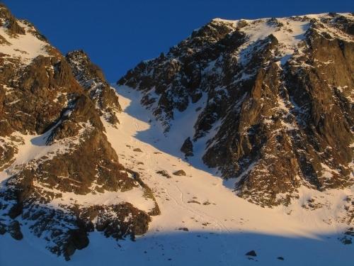 Foto: Christian Suschegg / Skitour / Über den Giglachsee auf Sauberg und Vetternspitzen (2524m) / Spuren in der steilen Gipfel-Rinne / 05.01.2007 13:55:39