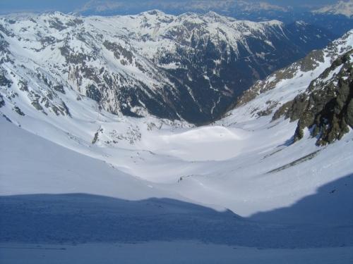 Foto: Christian Suschegg / Ski Tour / Vom Obertal auf den Zwerfenberg (2642m) / Abfahrt ins Elendkar - vorbei am zugefrorenen Elendbergsee und Eiskarsee. / 05.01.2007 14:53:50