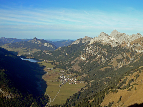 Foto: vince 51 / Wander Tour / Von Gaicht auf die Gaichtspitze / Tannheimer Tal mit Haldensee und Nesselwängle / 06.01.2007 22:03:26