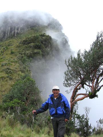 Foto: Andreas Koller / Wander Tour / Durch Regenwald auf den Pasochoa (4200 m) / Am Rande der Cumbre / 09.01.2007 02:19:01