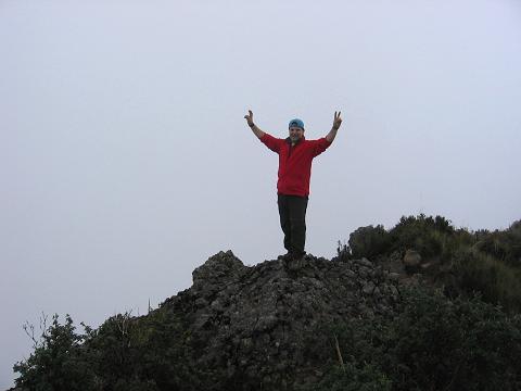 Foto: Andreas Koller / Wander Tour / Durch Regenwald auf den Pasochoa (4200 m) / Gipfelglück am Pasochoa / 09.01.2007 02:17:31