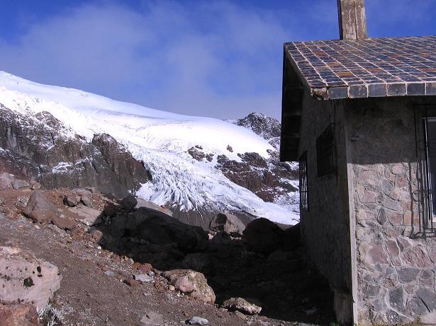 Foto: Andreas Koller / Wander Tour / Im ewigen Eis des Cayambe (5794 m) / Das Ref. Ruales Oleas Berge (4600 m) mit dem Glacier Hermoso / 09.01.2007 04:48:19