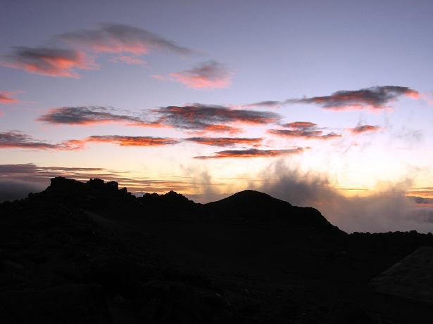 Foto: Andreas Koller / Wander Tour / Im ewigen Eis des Cayambe (5794 m) / Abendstimmung beim Ref. Ruales Oleas Berge / 09.01.2007 04:47:20