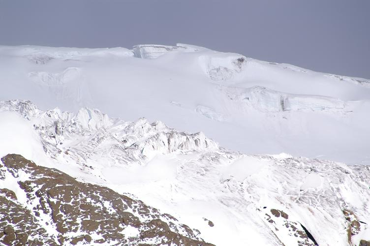 Foto: Andreas Koller / Wander Tour / Im ewigen Eis des Cayambe (5794 m) / Der mächtige Eispanzer des Glacier Hermoso / 22.04.2007 20:44:12
