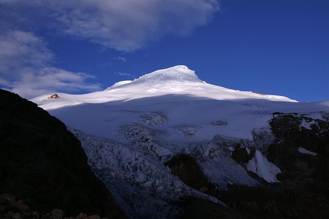 Foto: Andreas Koller / Wander Tour / Im ewigen Eis des Cayambe (5794 m) / Der Cayambe im Abendlicht / 09.04.2007 21:46:37