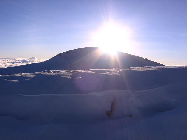 Foto: Andreas Koller / Wander Tour / Chimborazo - König der Anden Ecuadors (6310 m) / Die Cumbre des Chimborazo bei Sonnenaufgang / 10.01.2007 03:09:26