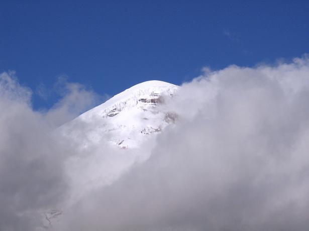 Foto: Andreas Koller / Wander Tour / Chimborazo - König der Anden Ecuadors (6310 m) / Der Chimborazo von W, von wo auch der Aufstieg erfolgt / 10.01.2007 03:10:20