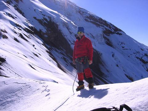 Foto: Andreas Koller / Wander Tour / Chimborazo - König der Anden Ecuadors (6310 m) / In der Scharte zwischen dem El Castillo und dem W-Grat (5500 m) / 10.01.2007 03:03:46