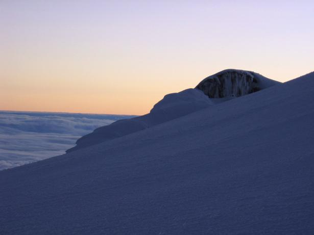 Foto: Andreas Koller / Wander Tour / Chimborazo - König der Anden Ecuadors (6310 m) / Sonnenaufgang knapp über 6000 m / 10.01.2007 03:07:13