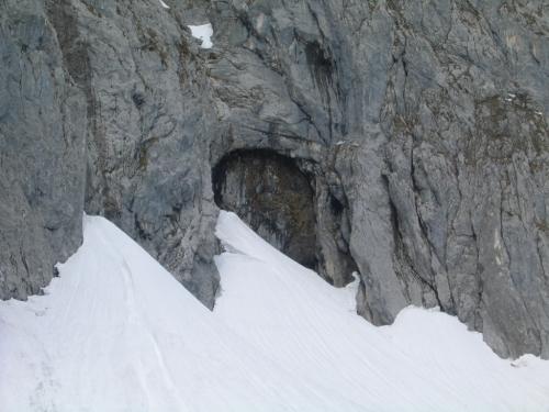 Foto: Christian Suschegg / Schneeschuh Tour / Sagenumwobenes Grimmingtor / Das sagenumwobene Grimmingtor: 50 Meter hoch, 15 Meter breit. / 08.01.2007 13:23:59