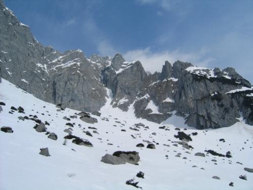 Foto: Christian Suschegg / Schneeschuh Tour / Sagenumwobenes Grimmingtor / Unterwegs in der Felsblockübersäten Jausengrube / 08.01.2007 13:24:26