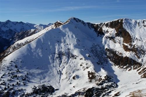 Foto: Christian Suschegg / Schneeschuh Tour / Winter-Gratwanderung zwischen Großsölktal und Donnersbachwald / Das Gaßeneck vom Schwarzkarspitz aus gesehen. / 08.01.2007 17:15:08