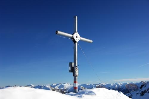 Foto: Christian Suschegg / Schneeschuh Tour / Winter-Gratwanderung zwischen Großsölktal und Donnersbachwald / Das Gipfelkreuz am Kl. Bärneck / 08.01.2007 17:15:36