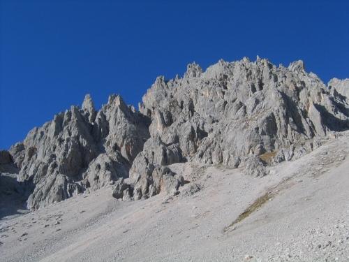 Foto: Christian Suschegg / Wandertour / Linzer Steig - Reißgangscharte - Hochkesseleck - Windlegerscharte - Eiskarlschneid / Vorbei an eindrucksvollen Felszacken. / 18.01.2007 14:32:26