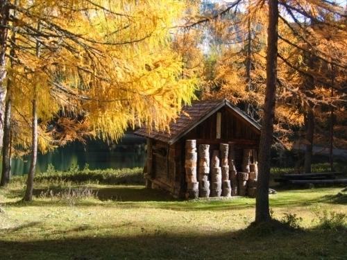 Foto: Christian Suschegg / Wander Tour / Ahornsee - Grafenbergalm - Kufstein (2049m) / Eine kleine Hütte am Ufer des Ahornsee´s. / 21.01.2007 18:06:59