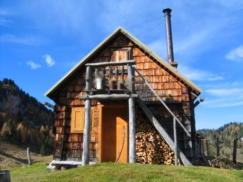 Foto: Christian Suschegg / Wander Tour / Ahornsee - Grafenbergalm - Kufstein (2049m) / Eine Hütte auf der Grafenbergalm. / 21.01.2007 18:02:45