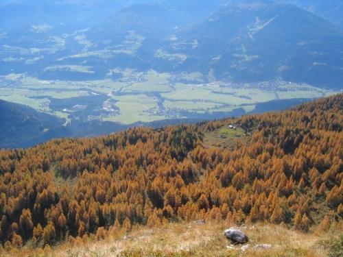 Foto: Christian Suschegg / Wander Tour / Ahornsee - Grafenbergalm - Kufstein (2049m) / Tiefblick vom Kufstein über die Stornalm hinweg ins Ennstal. / 21.01.2007 17:57:21