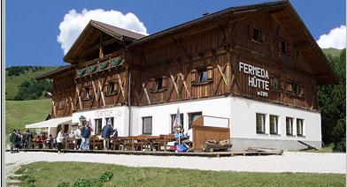 Foto: Andreas Koller / Wandertour / Familienwanderung auf die Seceda (2518m) / Die Fermeda Hütte / 12.01.2007 19:53:19