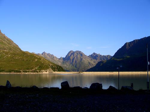 Foto: vince 51 / Wander Tour / Von der Bielerhöhe auf das Hohe Rad / Blick über den Silvretta-Stausee zum Hochmaderer / 12.01.2007 23:37:17