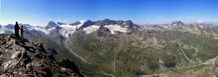 Foto: vince 51 / Wander Tour / Von der Bielerhöhe auf das Hohe Rad / Blick nach SSW-W, links Piz Buin, rechts im Hintergrund Gross-Litzner  und -Seehorn, rechts unten Südspitze des Silvretta-Stausee's  / 12.01.2007 23:28:28