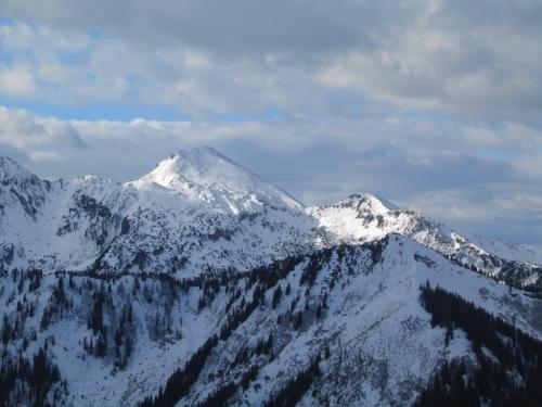 Foto: Christian Suschegg / Schneeschuh Tour / Aus der Walchen auf Totenkarspitz und Karlspitz / Ausblick zum nahen Gumpeneck. / 17.01.2007 19:27:47