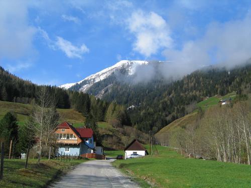 Foto: Christian Suschegg / Schneeschuh Tour / Ebeneck - Ochsenkopf - Zinken - Speiereck / Start in Fleiß über die Straße, welche zur Strickeralm führt. / 19.01.2007 14:13:11