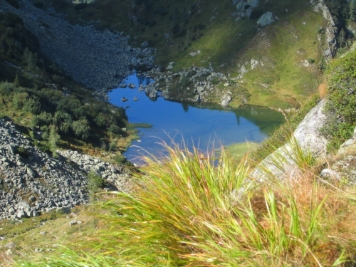 Foto: Christian Suschegg / Wander Tour / Um und Auf die Sonntagkarhöhe / Abstieg über den Klammlweg zu einem seichten Bergsee. / 20.01.2007 12:33:22