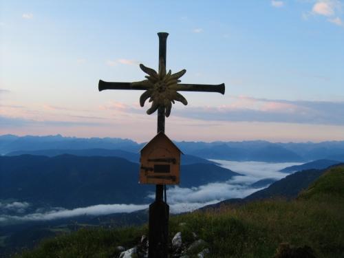 Foto: Christian Suschegg / Wander Tour / Edelweißkogel - Fritzerkogel - Bleikogel / Das Gipfelkreuz am Edelweißkogel. / 20.01.2007 16:36:39