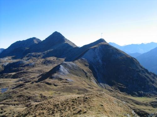 Foto: Christian Suschegg / Wander Tour / Seekarspitze - Hundskogel / Blick nach Süden zur Plattenspitze (mit deutlich erkennbarem Sender) und dahinter die Gamskarlspitze. / 20.01.2007 18:22:47