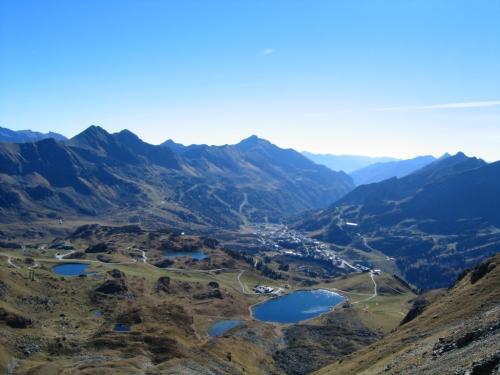 Foto: Christian Suschegg / Wander Tour / Seekarspitze - Hundskogel / Beim Aufstieg auf die Seekarspitze. Blick über zahlreiche Seen nach Obertauern. / 20.01.2007 18:27:00