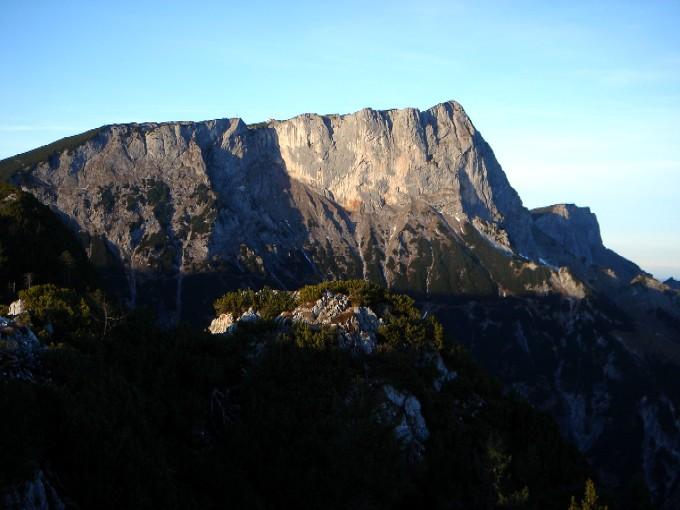 Foto: Manfred Karl / Wander Tour / Rauher Kopf (1604m) / Guter Einblick vom Gipfel in die Südwest- und Südwände des Berchtesgadener Hochthron / 21.01.2007 09:41:17