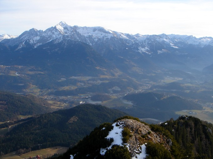 Foto: Manfred Karl / Wander Tour / Rauher Kopf (1604m) / Logenplatz über dem Berchtesgadener Becken gegen Hohen Göll / 21.01.2007 09:45:54