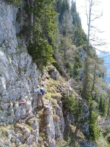 Foto: Christian Suschegg / Wandertour / Überschreitung von Gwöhnlistein und Hechlstein / Mit Hilfe einiger Sicherungen über ausgesetztere Felsstellen hinweg. / 21.01.2007 11:41:14