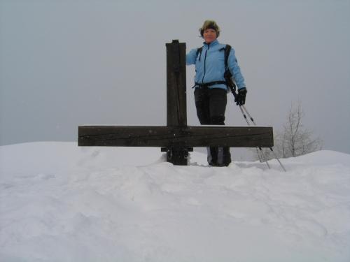 Foto: Christian Suschegg / Schneeschuhtour / Storingalm - Feldl / Beim Gipfelkreuz am Feldl. / 21.01.2007 12:29:13