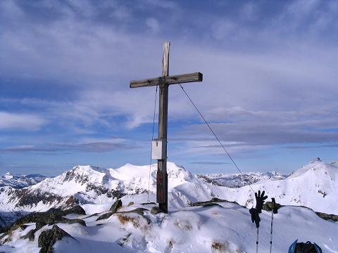 Foto: Andreas Koller / Wander Tour / Drei-Gipfel-Tour aus dem Schöttelgraben (2260 m) / Gipfelkreuz am Hühnerkogel / 22.01.2007 03:18:15
