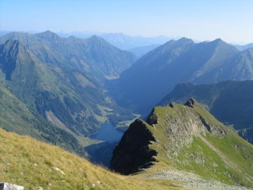 Foto: Christian Suschegg / Wander Tour / Über den Schwarzensee auf Schöneck und Hasenhöhe / Tiefblick vom Schöneck zum Schwarzensee. / 22.01.2007 17:55:21