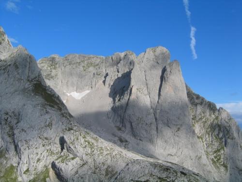 Foto: Christian Suschegg / Wander Tour / Über den Steiglpaß auf den Steiglkogel / Herrliche Ausblicke in die faszinierenden Felswände des Gosaukammes. / 23.01.2007 14:17:17