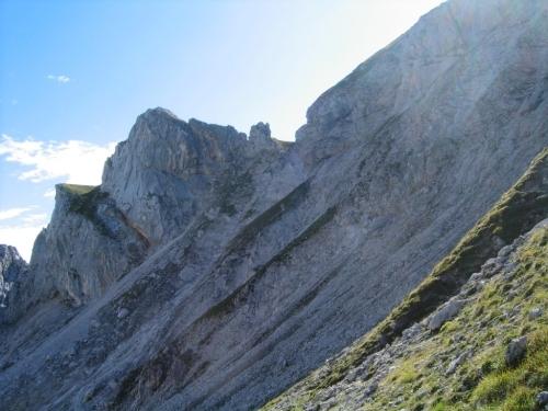 Foto: Christian Suschegg / Wander Tour / Über den Steiglpaß auf den Steiglkogel / Über steile, steinschlaggefährdete Schutthänge und Rinnen aufwärts in die Scharte oberhalb der Bildmitte. / 23.01.2007 14:15:50
