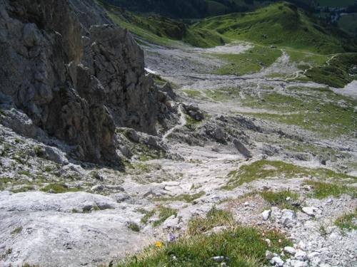 Foto: Christian Suschegg / Wander Tour / Über den Steiglpaß auf den Steiglkogel / Tiefblick vom Steiglpaß über den Aufstiegsweg auf der Südseite (von der Hofpürglhütte kommend). / 23.01.2007 14:19:23