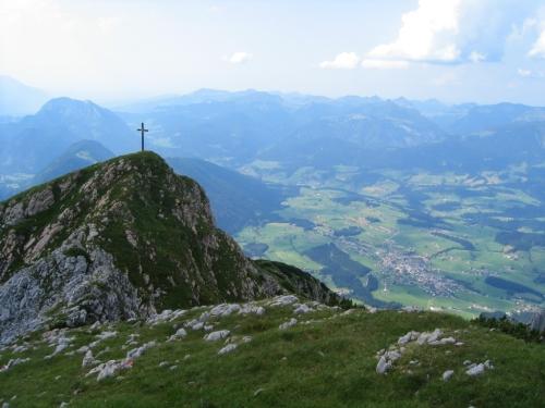 Foto: Christian Suschegg / Wander Tour / Über den Scharfen Steig und die Laufener Hütte auf Tagweide und Hochkarfelderkopf / Tiefblick über die Tagweide hinweg nach Abtenau. / 24.01.2007 09:59:19