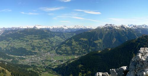 Foto: vince 51 / Wander Tour / Von Grabs auf die Tschaggunser Mittagsspitze (2168m) / Tiefblick auf Schruns / 26.01.2007 21:49:26