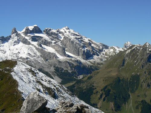 Foto: vince 51 / Wander Tour / Von Grabs auf die Tschaggunser Mittagsspitze (2168m) / Drusentürme und Drusenfluh / 26.01.2007 21:50:42